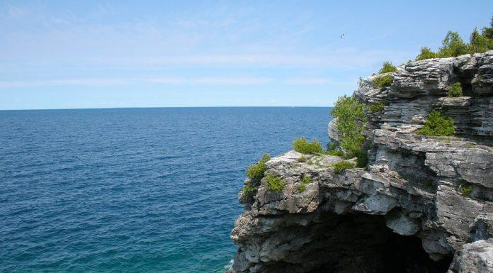 Toronto - Tobermory - Fathom Five National Marine Park - Bruce Peninsula National