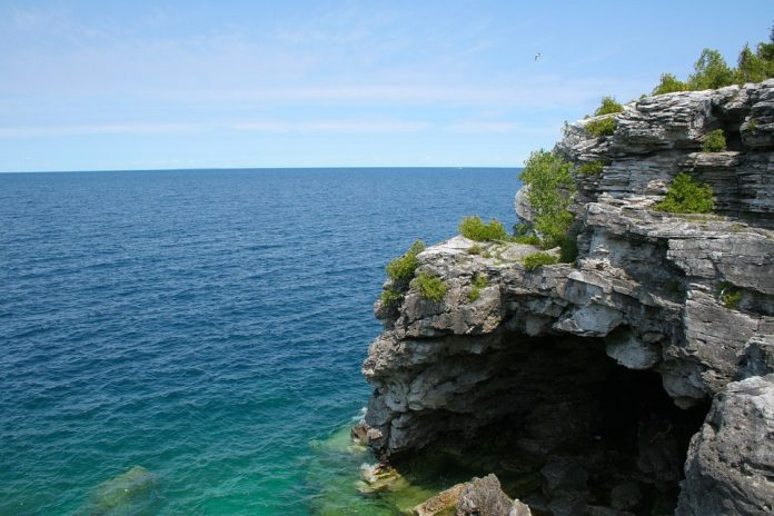 Toronto - Tobermory - Fathom Five National Marine Park - Bruce Peninsula National