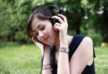 1.1 billion people at risk of hearing loss