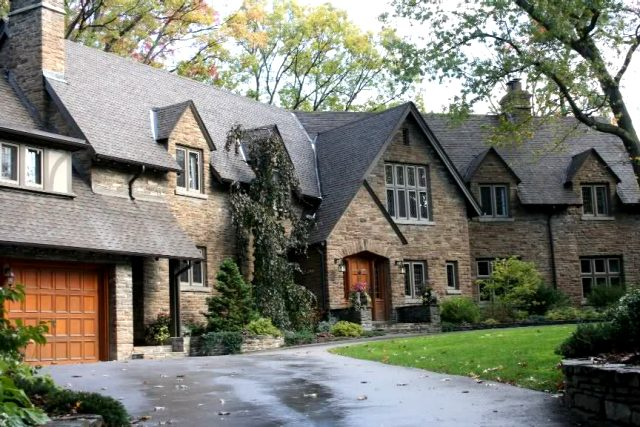 One Day Ontario Tours – Toronto Old Mill Inn & Kingsway Park - www.felixtours.com