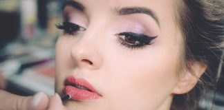Eyelash Extensions in Toronto: Pros and Cons