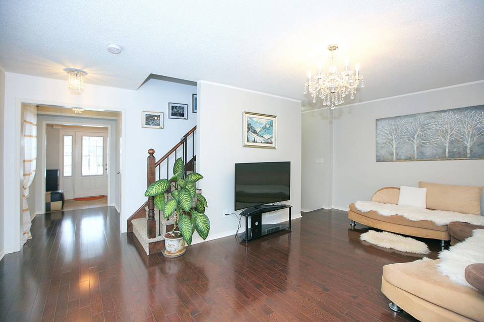 Detached home in West Bradford for SALE $620K