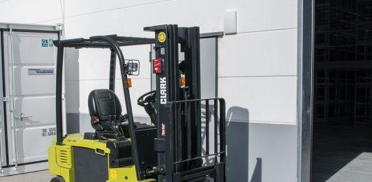 Forklift Battery Repair vs. Replacement – Expert Advice