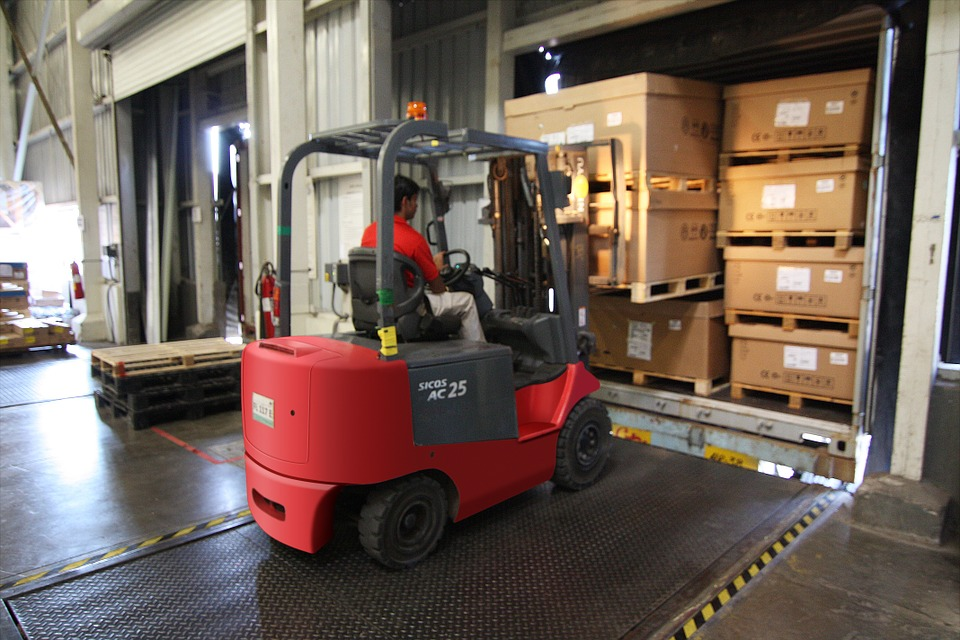 Forklift Battery Repair vs. Replacement – Expert Advice
