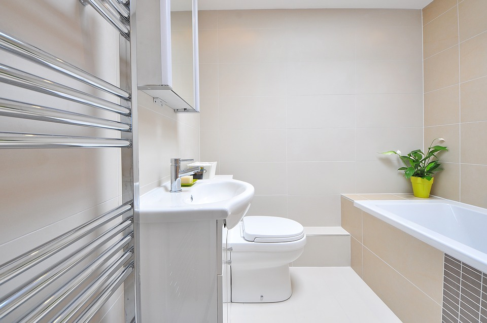 9 Easy Tips to Clean Your Bathroom