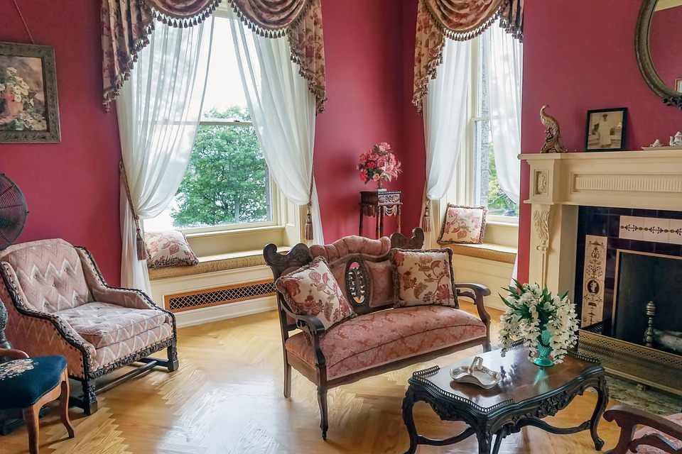 10 Useful Tips to Follow when Buying Antique Furniture